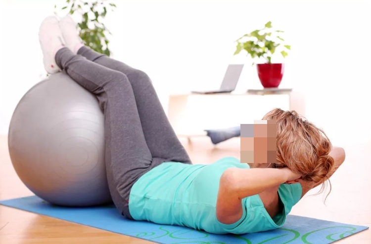 Упражнения с мячом при остеохондрозе