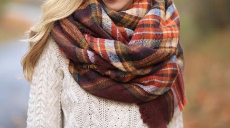 Теплый шарф при боли в спине и шее