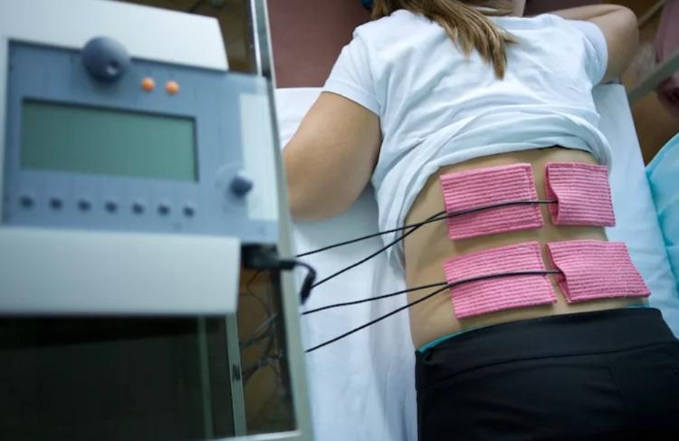Снятие боли в спине при помощи электротерапии.