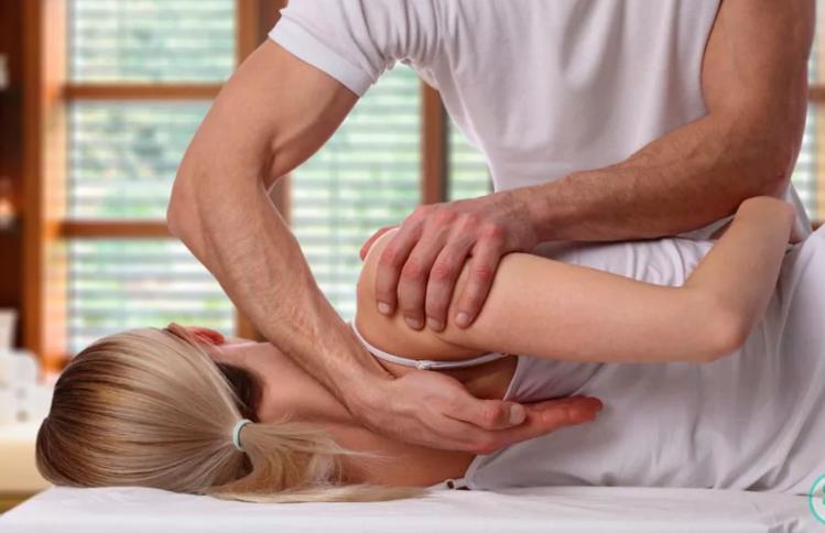 Применение мануальной терапии при болях в спине.
