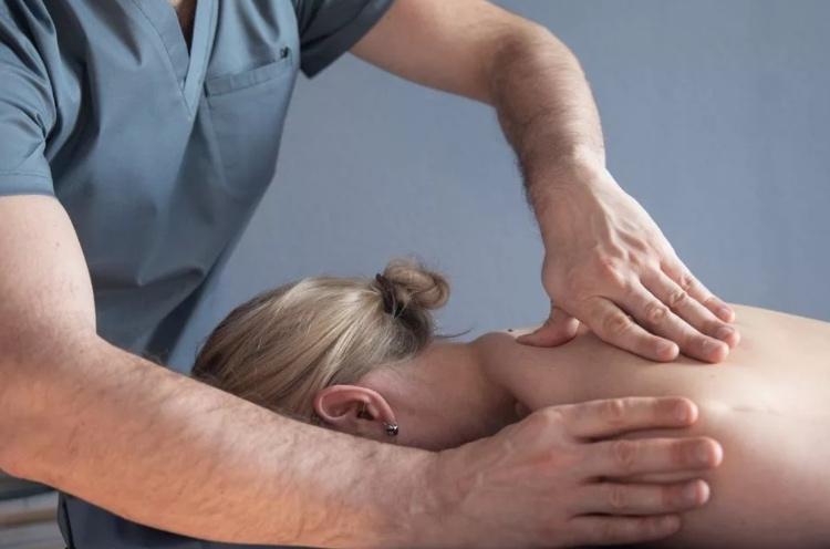 Шейно-грудной остеохондроз, шейный массаж