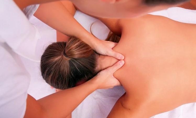 Классический массаж при болях в шее.