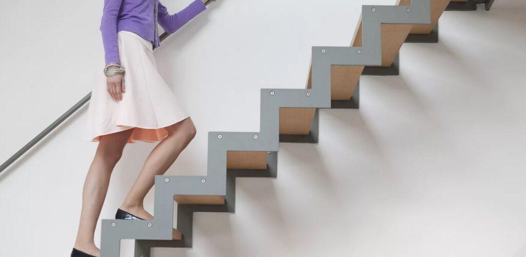 Ходьба по лестнице.