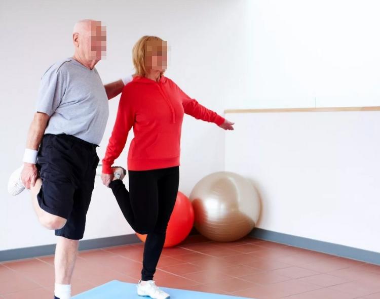 Занятия спортом снижают риск заболеваемости остеохондрозом.
