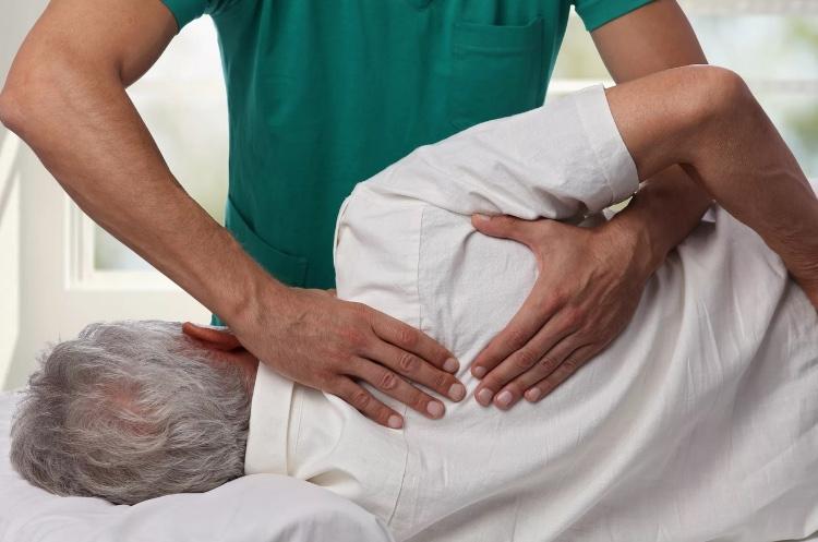 Опасность проведения мануальной терапии